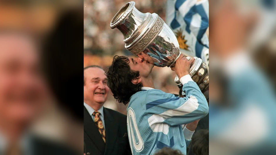 Francescoli kiss the Copa America 1995