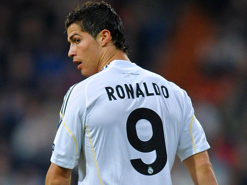 Why did Cristiano Ronaldo wear number 9?