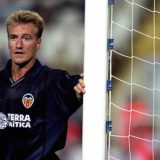 Deschamps played for Valencia in the season 2000-2001